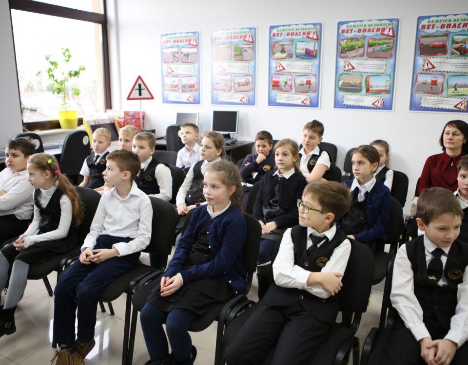 Школьникам Краснодара провели урок о значении дорожных знаков