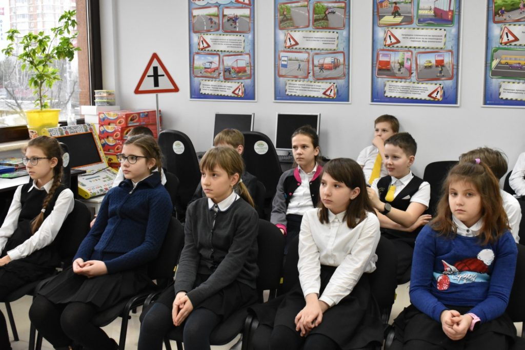Что нужно знать юным инспекторам движения о ЖД переездах?